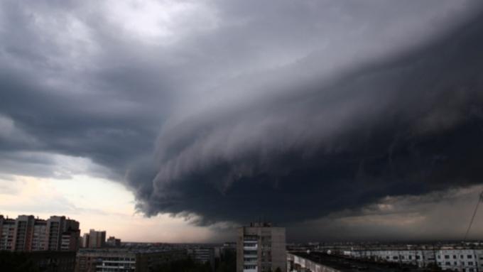 Гроза, град исильный ветер ожидаются вНовосибирске иобласти