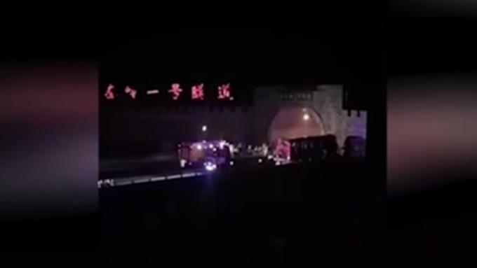 Встрашном ДТП вКитайской республике  погибли неменее  30 человек