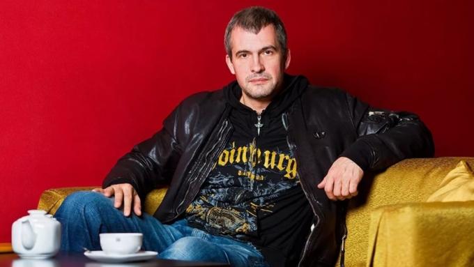 актер вячеслав разбегаев и его семья фото девушке практически ничего