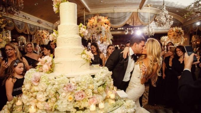 Неменее половины граждан России считают, что свадьбу нужно играть летом— опрос