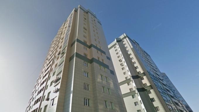 ВНовосибирске парень сдевушкой упали сбалкона 17-го этажа