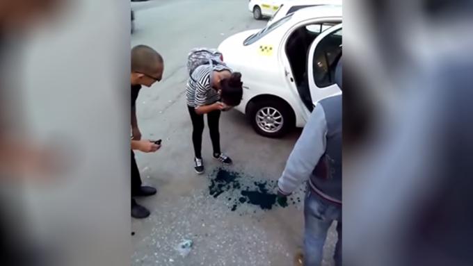 ВХабаровске таксисты заставили умыться зеленкой пассажиров, севших вмашину без денежных средств