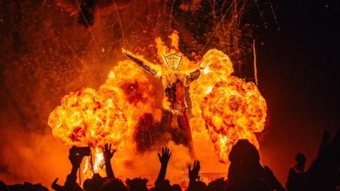 Нафестивале Burning Man скончался мужчина, вбежавший вгорящую статую