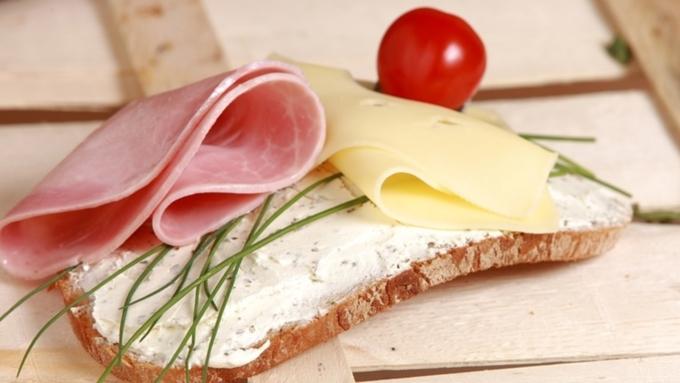 В Российской Федерации собираются ограничить реализацию хлеба, сыра иколбасы