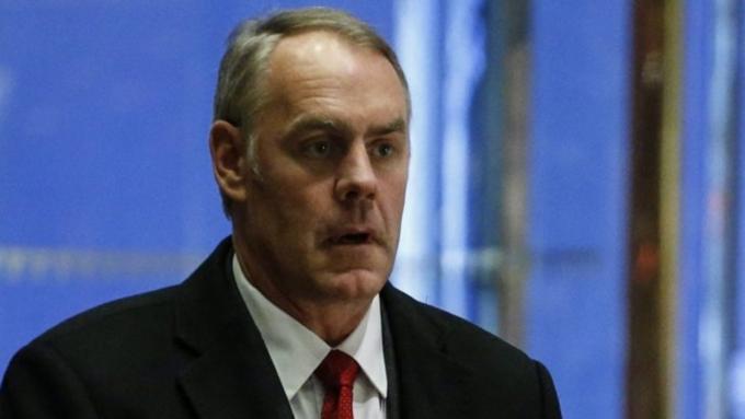 Руководителя МВД США проверяют из-за применения частных самолетов вличных целях