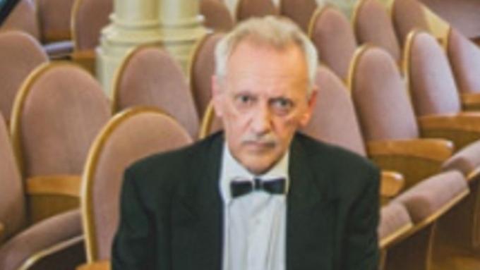 Солист иркутской филармонии скончался вовремя выступления