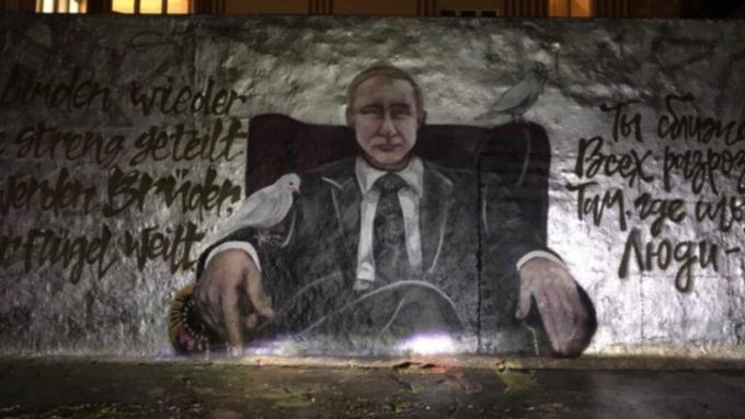 Граффити вчесть дня рождения Владимира Путина появилось вБерлине