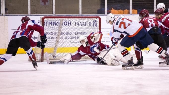 Хоккеисты «Алтая» уступили саратовскому «Кристаллу»