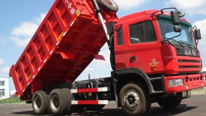 ВБарнауле будут судить водителя грузового автомобиля, который уронил деревянный столб наребёнка