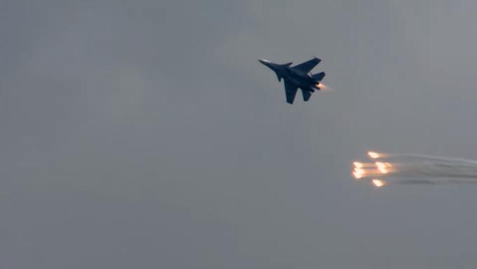 Русские пилоты показали класс на неповторимых истребителях Су-30СМ