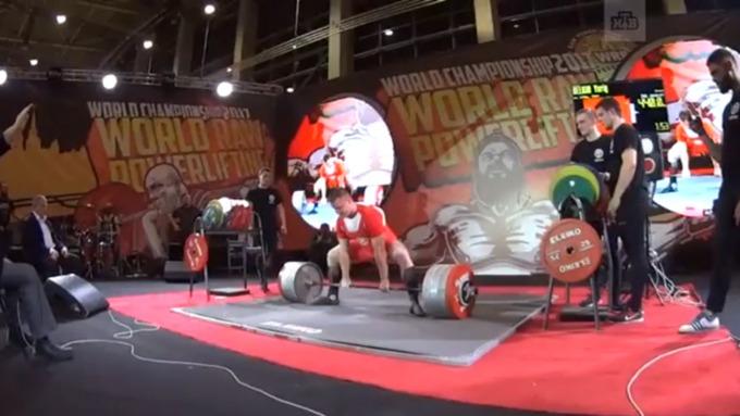 Житель россии поднял штангу весом в440 килограммов