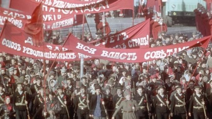 Белый дом: Октябрьская революция привела кмассовому убийству людей
