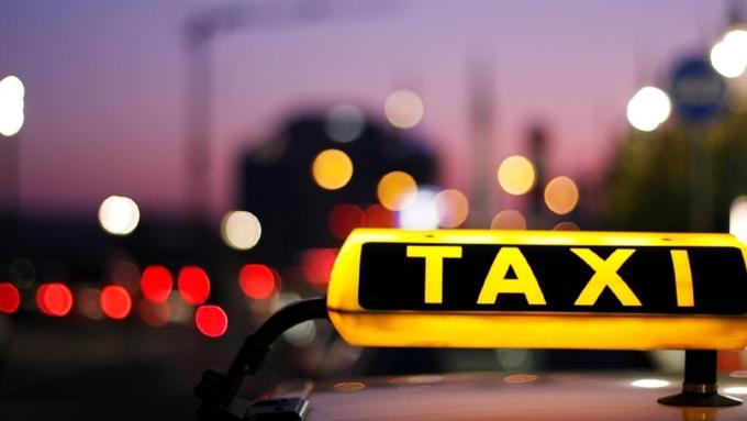 ВНовосибирске двоих юношей будут судить за беспощадное нападение наженщину-таксиста