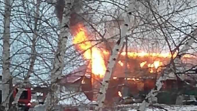 Из-за пожара вбарнаульском поселке Власиха без света остались 42 дома