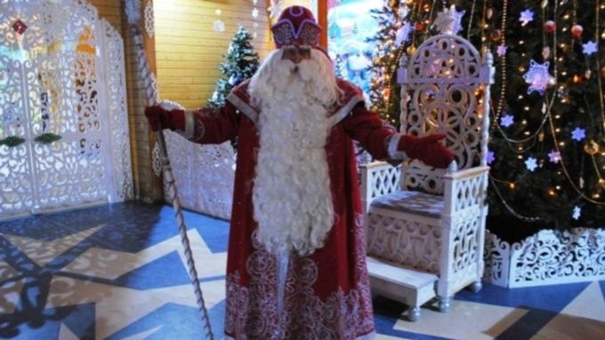 Врезиденции Деда Мороза зажгли первую вгосударстве новогоднюю елку