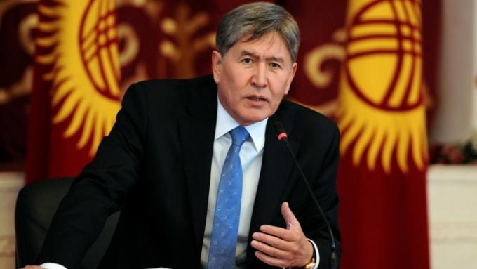 «Хорошо, хоть не штаны попросил»: президент Киргизии подарил корреспонденту свои наручные часы