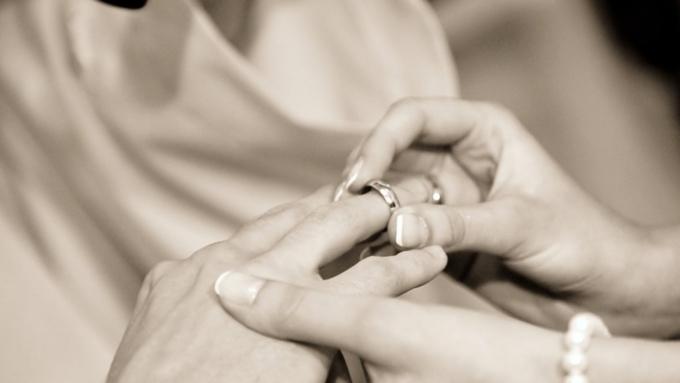 Влюбленные поженились прямо награнице Мексики иСША