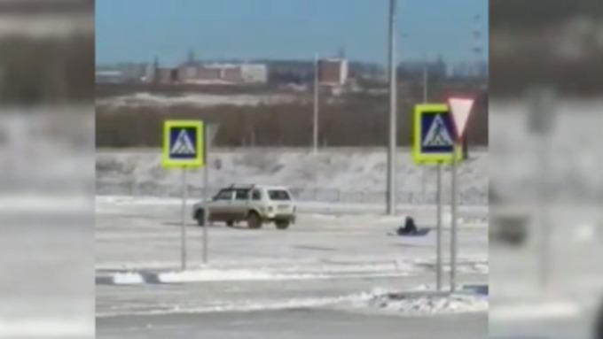 Кузбассовец выплатит штраф за рискованное катание дочери насанках