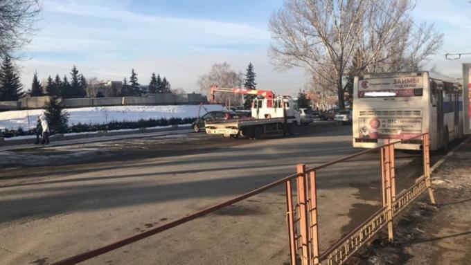 ВБарнауле запретили остановку машин уАлтайского краевого суда