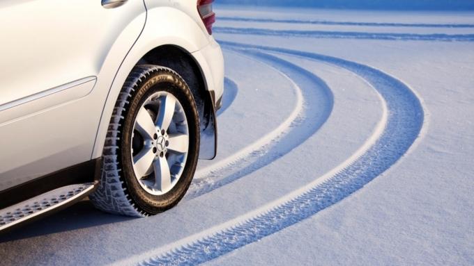 Единороссы считают нужным ужесточить ответственность заезду налетней резине зимой