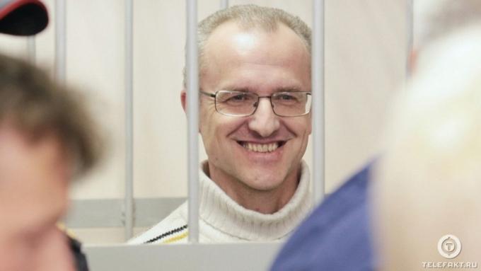 Экс-директору челябинского завода, совратившему первоклассницу, скостили срок