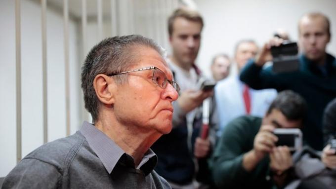 СМИ назвали имя человека, который предоставил $2 млн для «взятки» Улюкаеву