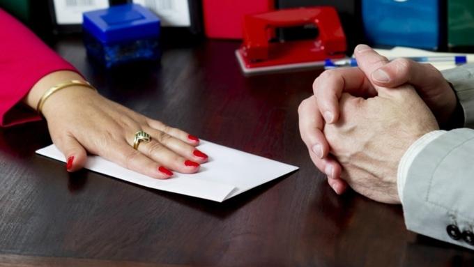 Сотрудницу алтайского онкодиспансера обвиняют вполучении взятки