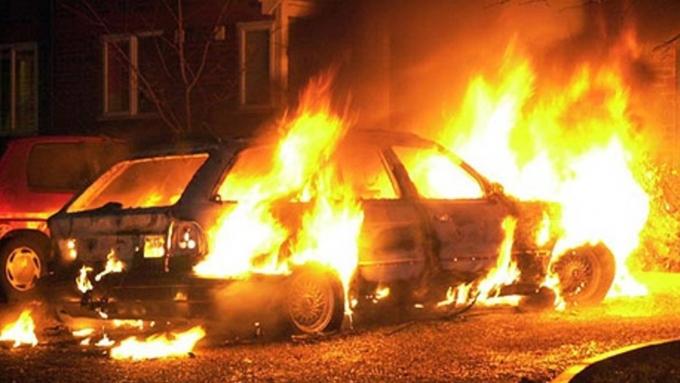 Нетрезвый барнаулец сжег свою машину ичужой дом