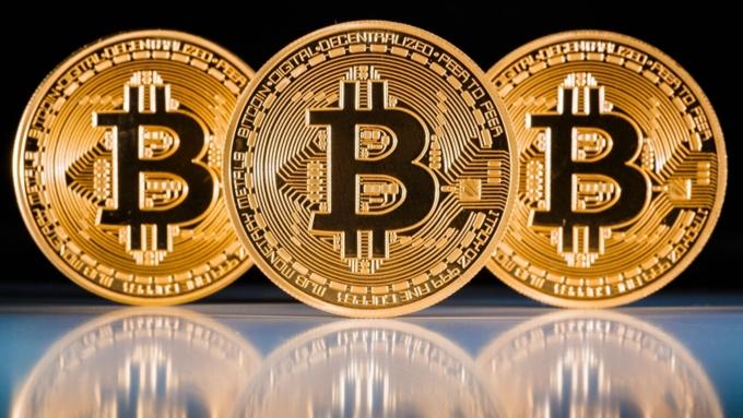 Названа самая выгодная валюта уходящего года поверсии Bloomberg