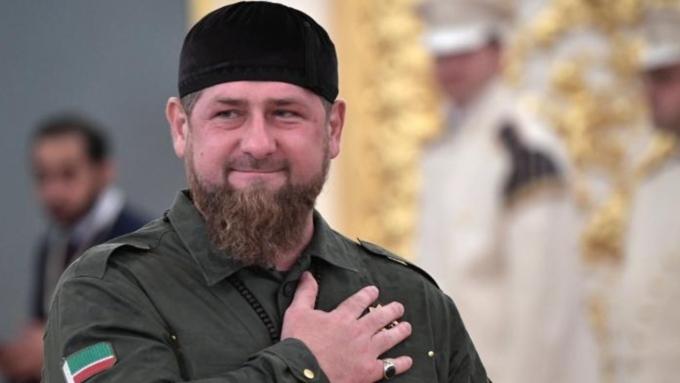 Кадыров обнародовал видео сновогодним поздравлением встихотворной форме