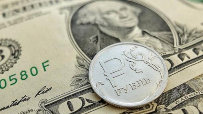 Курс доллара вУкраинском государстве обрушился ниже психологической отметки