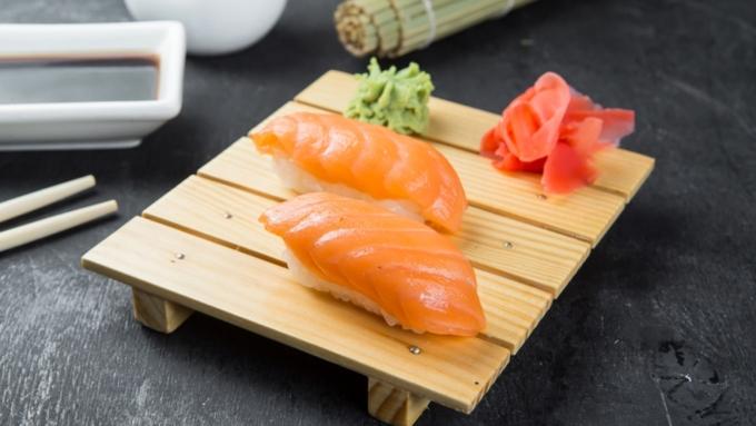 Калифорнийский любитель суши извлек изсебя полутораметрового червя