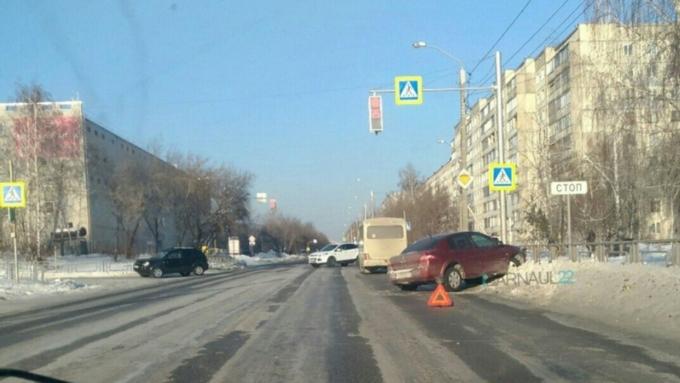 Нетрезвый шофёр Митцубиси устроил массовое ДТП вцентре Барнаула
