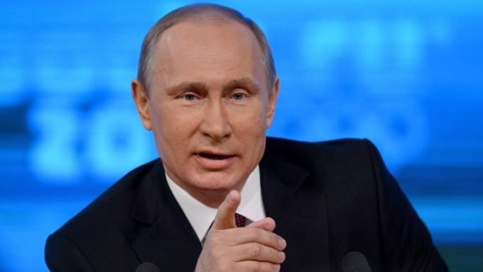 Владимир Путин сел заруль комбайна завода «Ростсельмаш»
