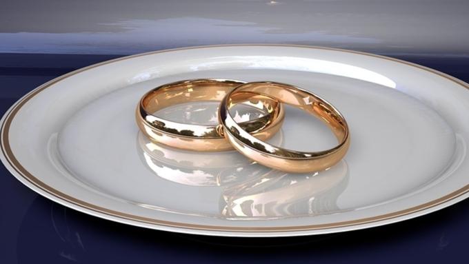 Депутат Барабинска избил супругу , требуя вернуть обручальное кольцо