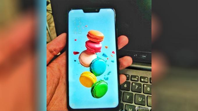 ВСеть утекли фотографии «двойника» IPhone XотASUS