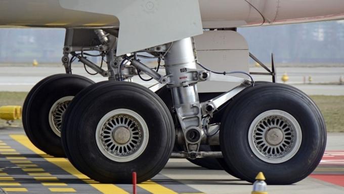 ВДомодедово пассажирский Boeing-737 избежал катастрофы: лопнуло колесо при посадке