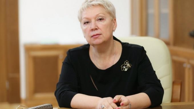 Средняя заработная плата учителей институтов в Российской Федерации подросла на9000 руб.
