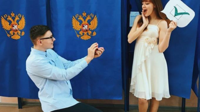 Предложение руки исердца прозвучало наизбирательном участке вНовосибирске