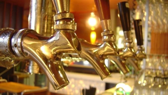 Русским особым бизнесменам запретят торговать пивом— Легче контролировать рынок