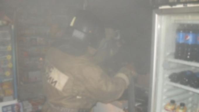 8d61a86ccaf1 В Камне-на-Оби загорелся продуктовый магазин