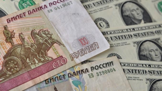 Большинство граждан России необеспокоены падением курса рубля
