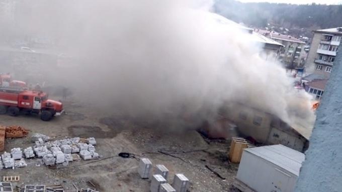 ВГорно-Алтайске изгорящего ЦУМа эвакуировали 92 человека