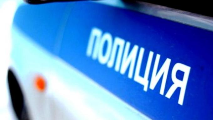 Правонарушители наавтомобиле ударили новосибирского полицейского обетонный столб
