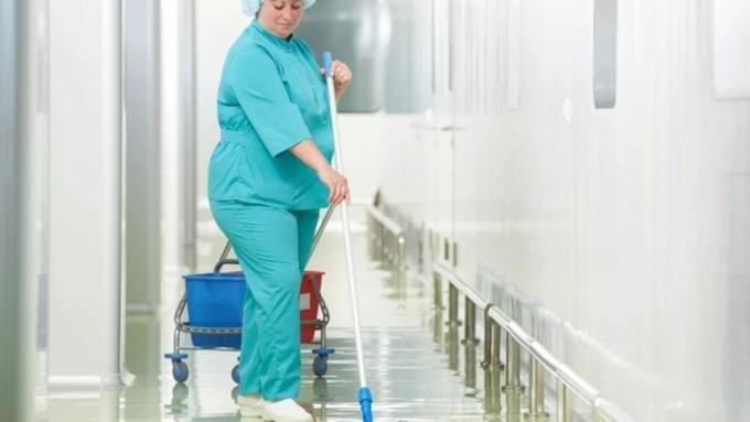 ВТомске санитаров перевели вуборщики, чтобы не увеличивать заработную плату