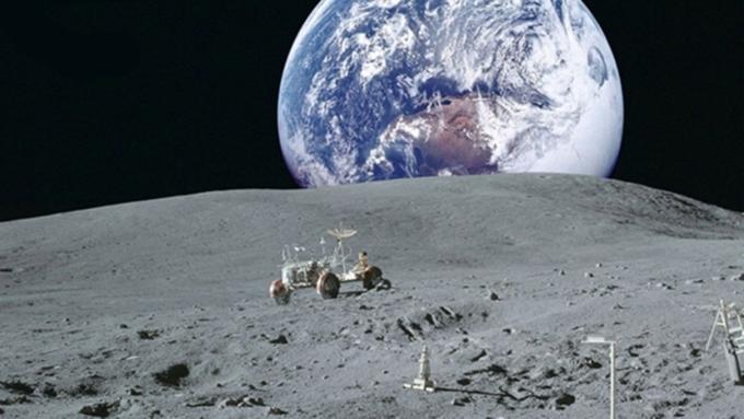 1-ый русский космонавт может отправиться кЛуне наамериканском корабле