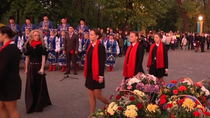 Украинскую чиновницу выгнали сработы за выполнение  песни Захаровой вДень Победы