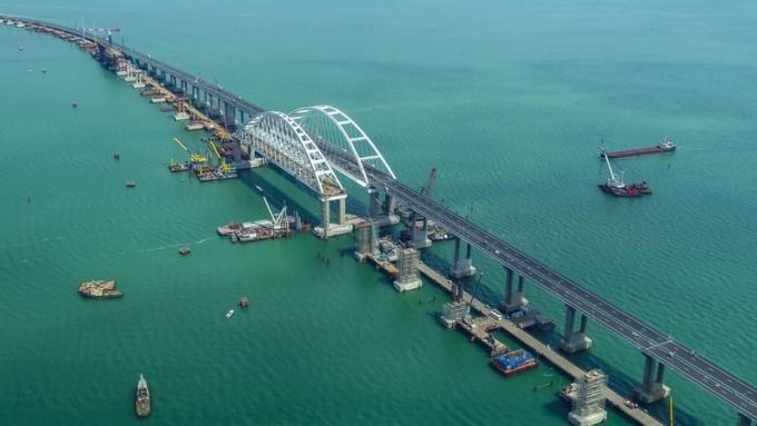 Крымский мост: все, что надо знать об одной из крупнейших переправ в России