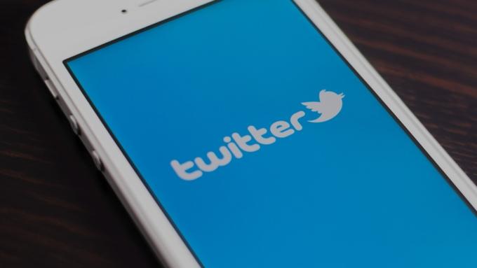 Социальная сеть Twitter будет утаивать сообщения троллей