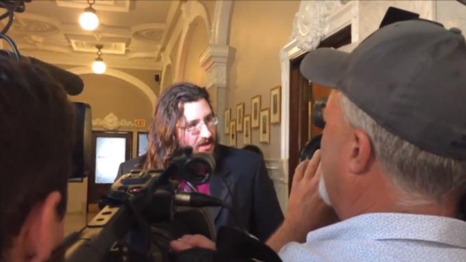 Придется повзрослеть: североамериканская  пара заставила сына съехать отних через суд
